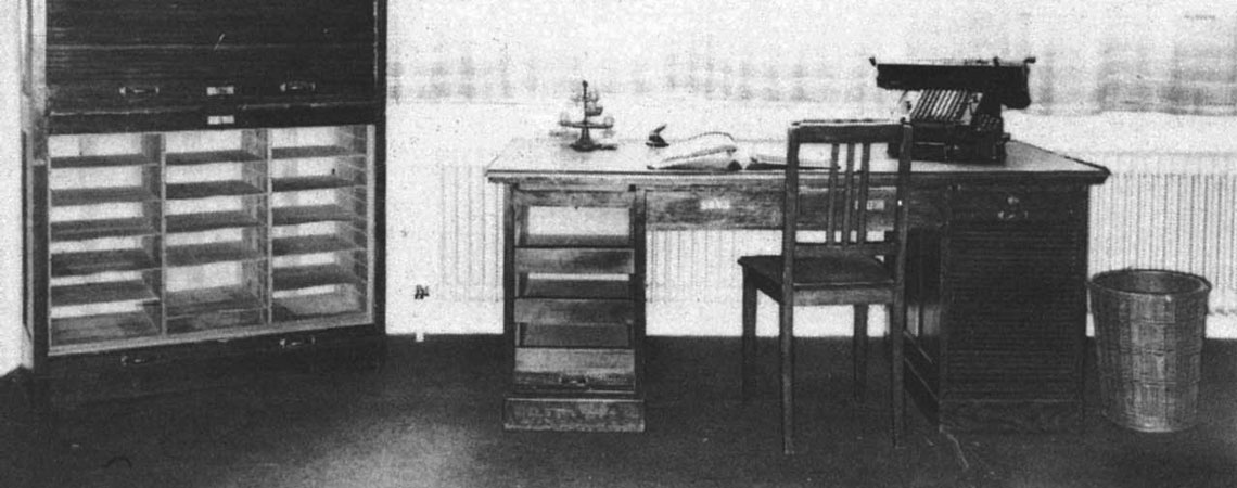 Schreibtisch von Hund Möbelwerke aus dem Jahr 1924
