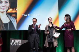 Eva Müller auf der Bühne des GDA 2016