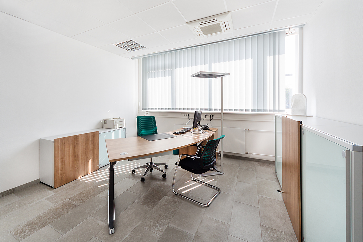 Heller Büroraum
