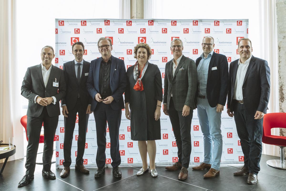 Foto von amir Ayoub, Matthias Pollmann, Holger Jahnke, Katharina C. Hamma, Randy Fiser, Thomas Postert, Udo-Ernst Haner, Europäische Fachpressekonferenz in Amsterdam