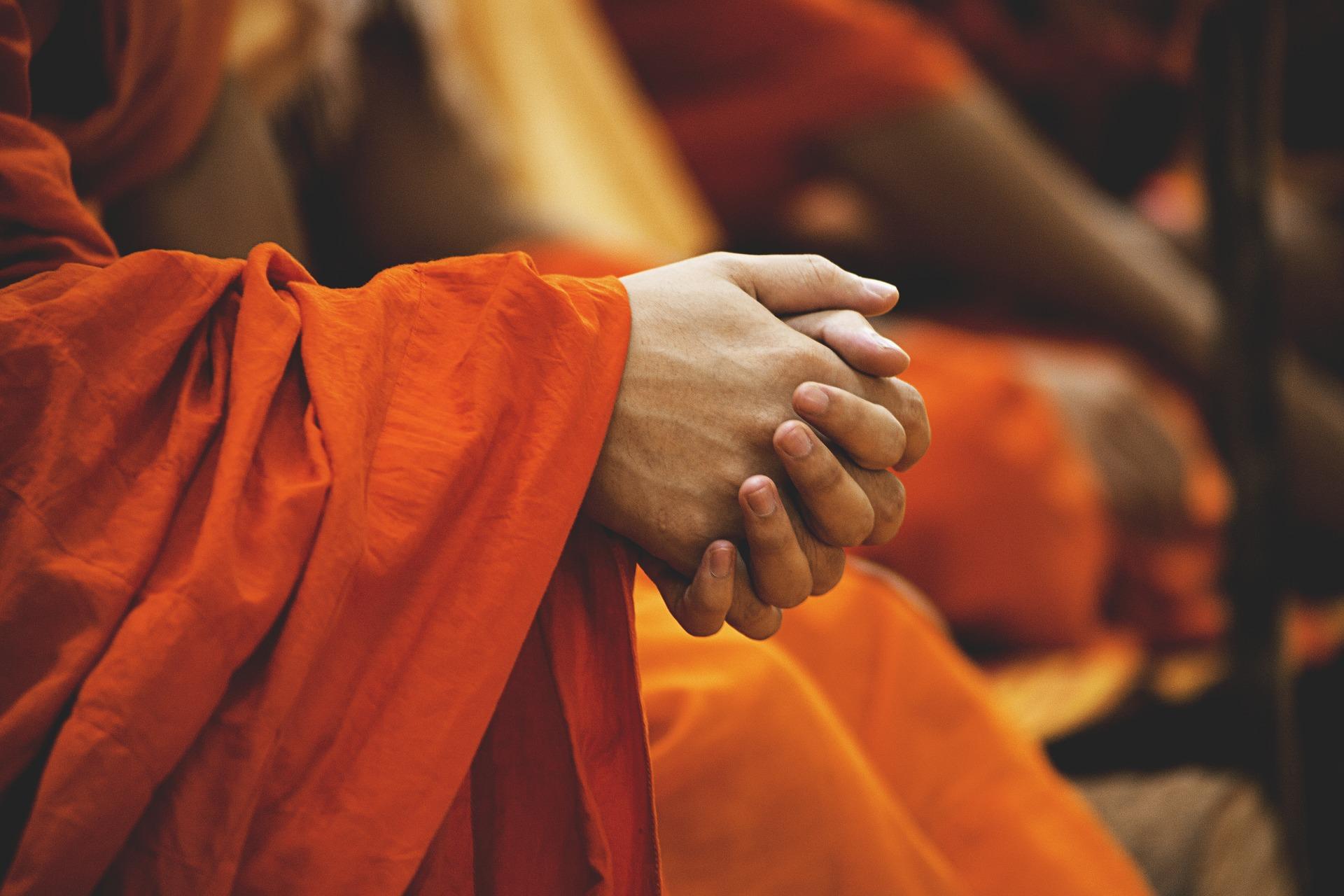 orangefarbene Gewänder buddhistischer Mönche