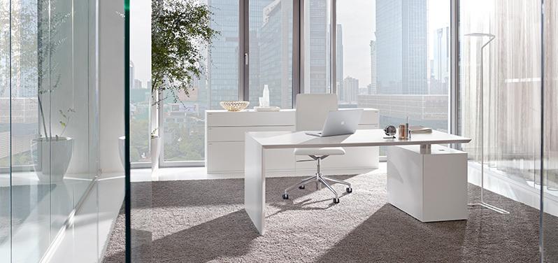 Die passende Büroeinrichtung fürs Einzelbüro von Hund Möbelwerke