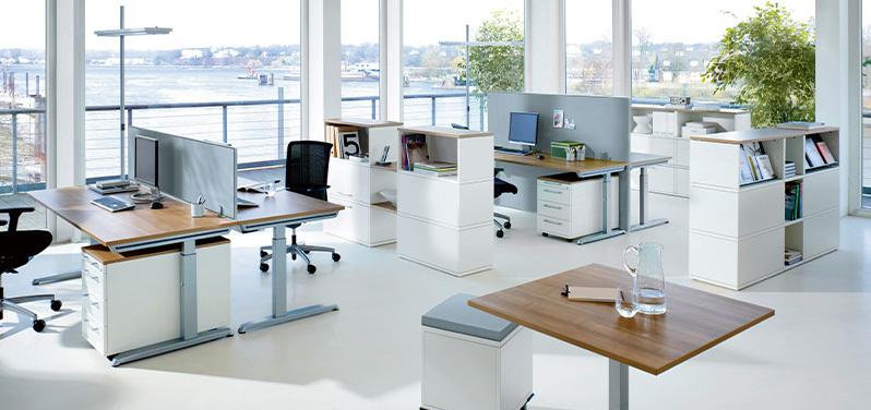 Die passende Büroeinrichtung fürs Großraumbüro von Hund Möbelwerke