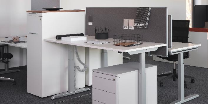 Thales Basic – höhenverstellbarer Schreibtisch von Hund Möbelwerke